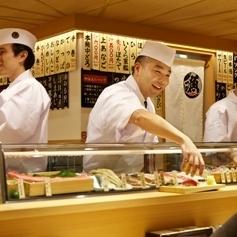 有立喰,看壽司的菜單